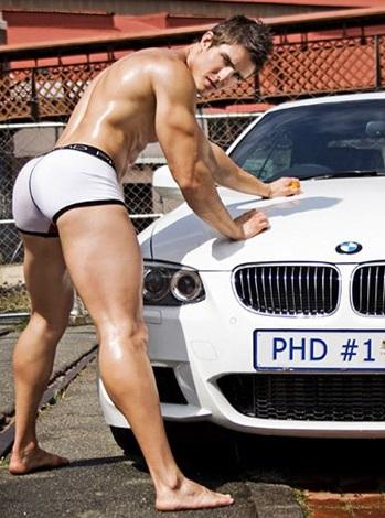 trai dẹp mông cong rửa xe